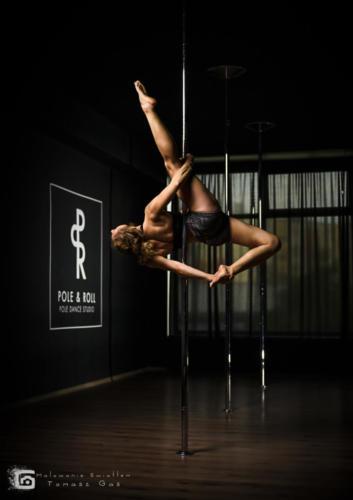 Pole  roll Studio pole dance stalowa wola tarnobrzeg untitled malowanieswiatlem 1310kinga (1)